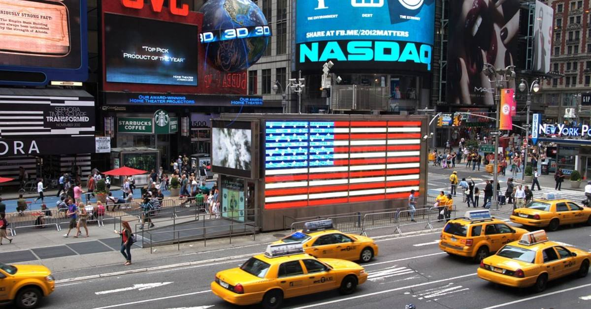 both NASDAQ and S&P drop after a strong start in maarch